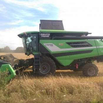 Moisson de céréales dans l'Orne et l'Eure avec DEUTZ FAHR C9206